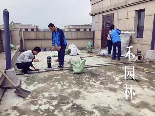 万和玺园屋顶花园施工中